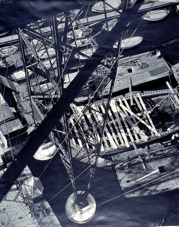 files/10Moholy-Nagy_View_from_the_Pont_Transbordeau_Marseille_Iron_Column_1929.jpg